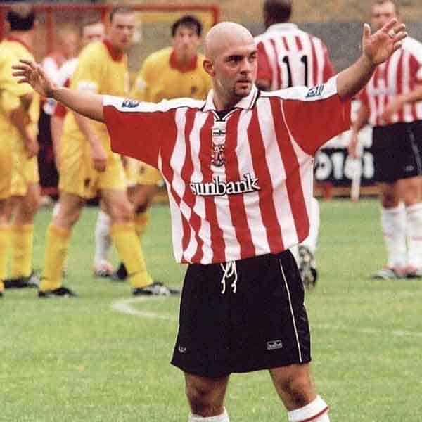 A central midfielder with a fair amount of Football League experience, Ben Worrall signed for Boro' in the early part of the 2000-1 season