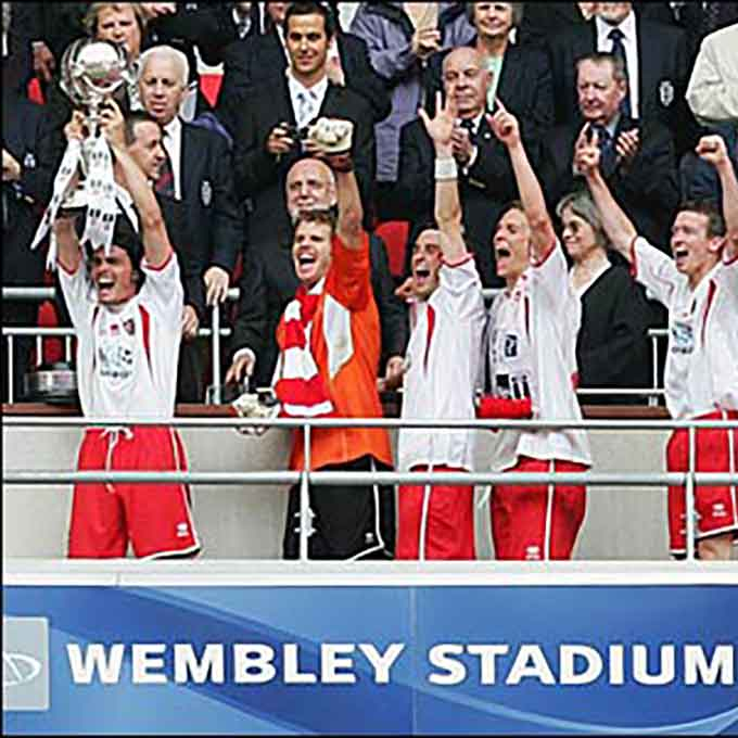 Ronnie Henry lifts the FA Trophy at Wembley 2007