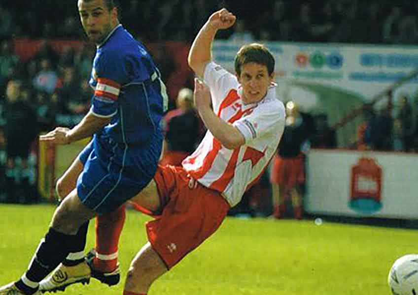 Darryn Stamp in action for Boro' vs Dagenham & Redbridge on Good Friday 2005